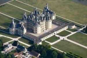 Château de Chambord vue du ciel à 1500 pieds en ULM - Châteaux de la loire, Loir-et-cher, région centre France