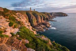 Soleil couchant sur le Cap Fréhel et son phare - Côte d'Emeraude - Récit de voyage sur le site Vos Plus Belles Destinations
