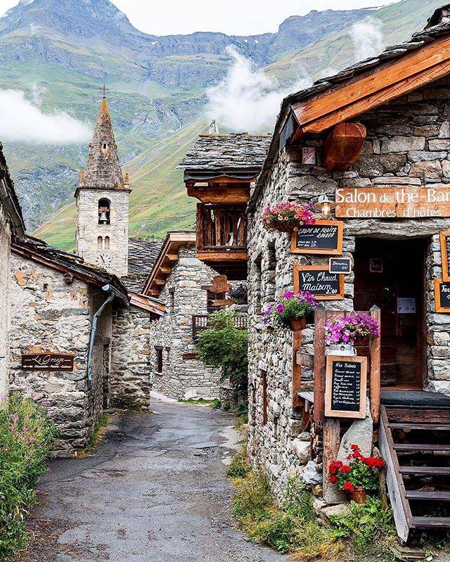 Tradition à Bonneval-sur-Arc en Maurienne au cœur des Alpes en France - Récit de voyage sur le blog voyage et le site Internet Vos Plus Belles Destinations, Conseils et Astuces - Retrouvez nous également sur Instagram @MerveillesdeFrance