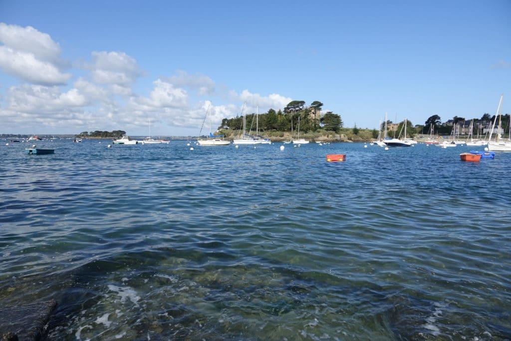 Saint-Briac sur Mer avec le mini-golf et le chateau du Nessay- Côte d'Emeraude - Récit de voyage sur le site Vos Plus Belles Destinations