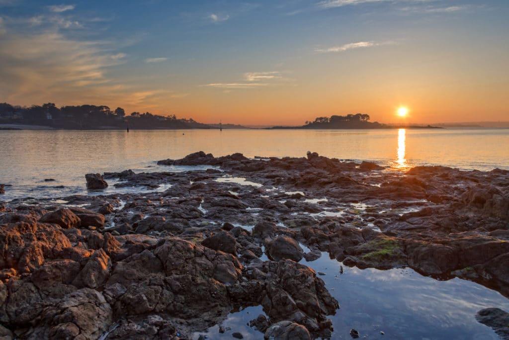 Soleil couchant sur le village de Saint-Briac sur Mer - Côte d'Emeraude - Récit de voyage sur le site Vos Plus Belles Destinations
