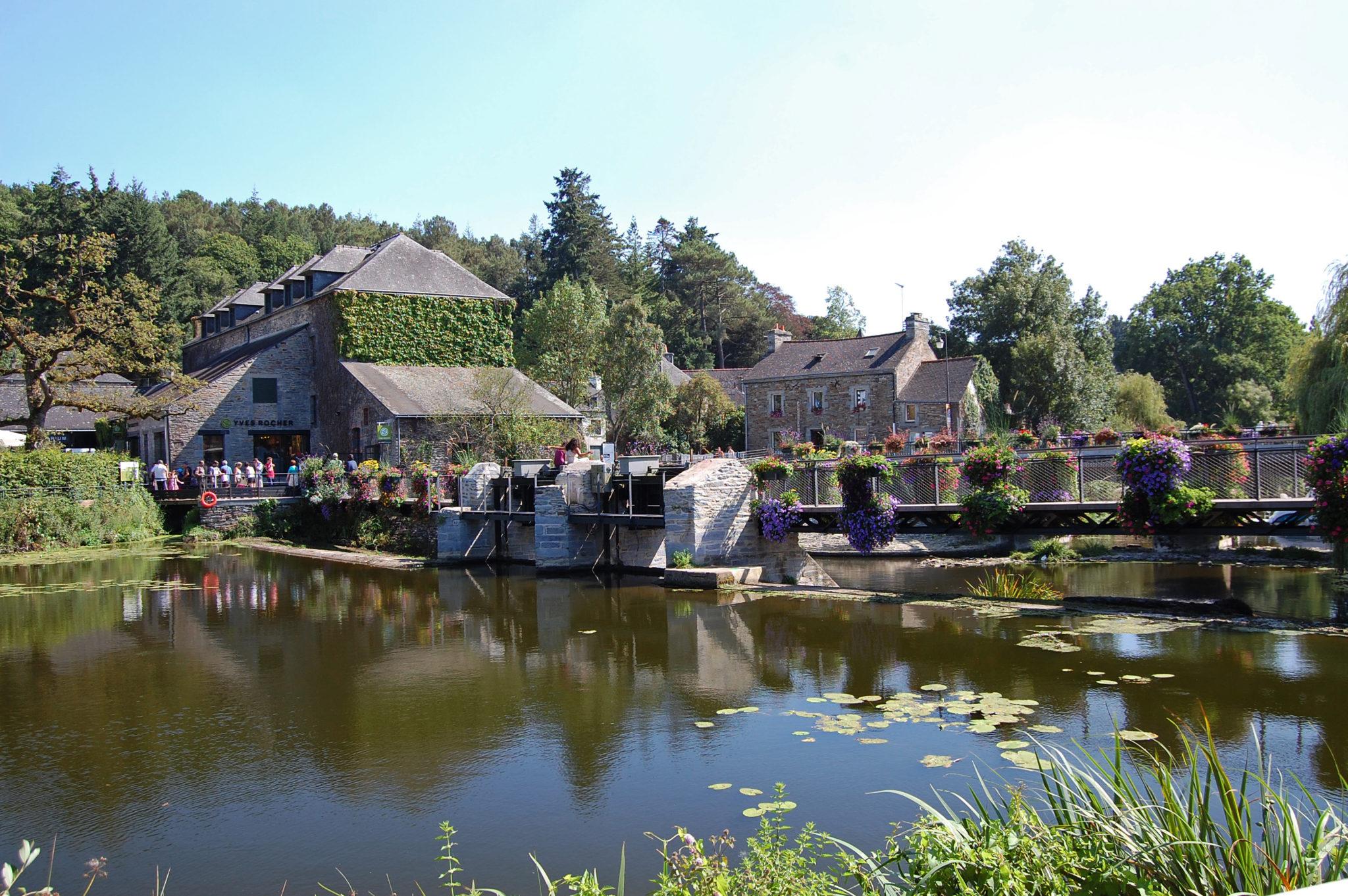 La Gacilly : découvrez le village natal d'Yves Rocher !